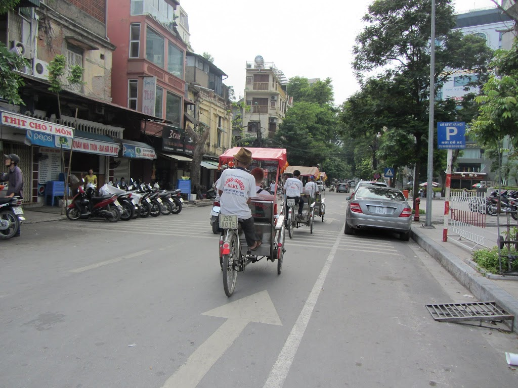 0011Pedicab_Ride_in_Hanoi