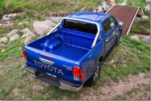 2016-Toyota-Hilux-20