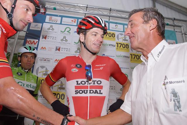 Rino Vandromme verwelkomt de Lotto renners