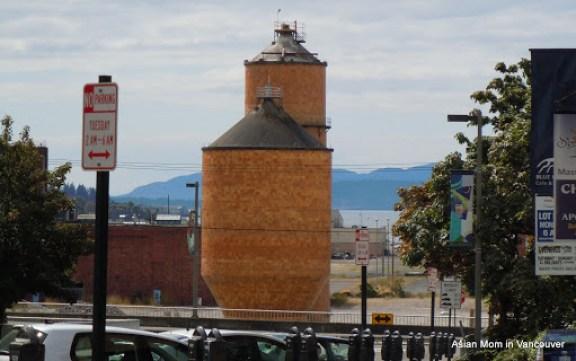 這是位於港口邊的縠倉