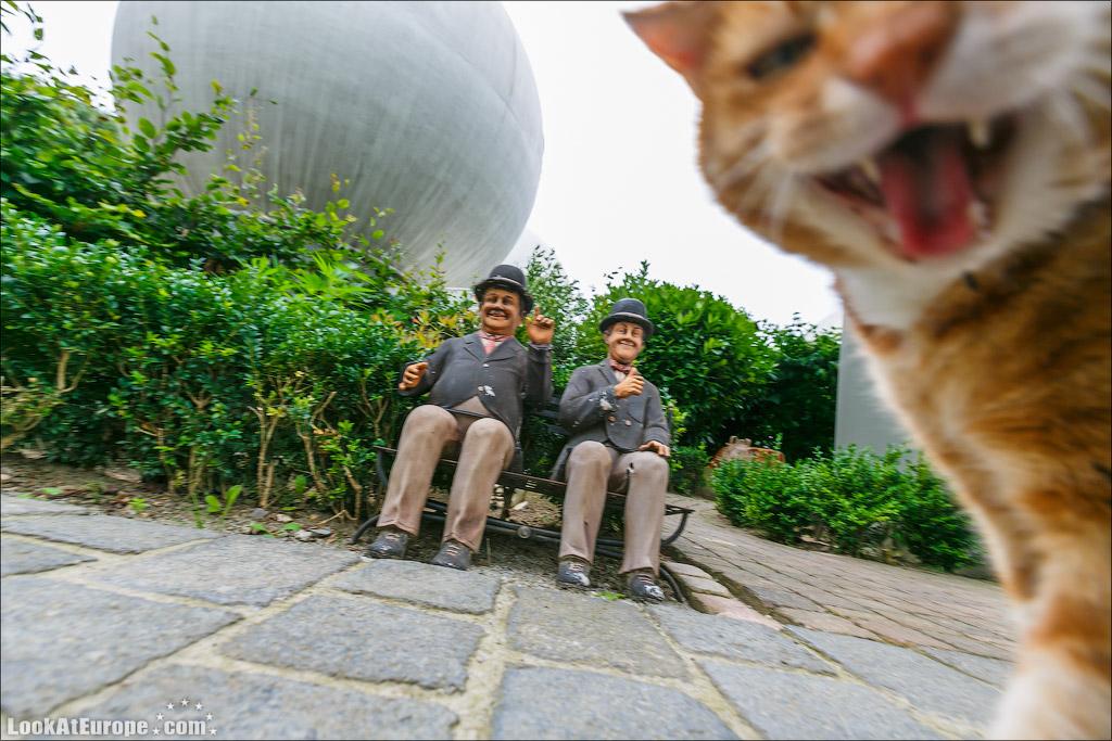 LookAtEurope.com - Злой кот и два веселлых голландца из домов-шаров
