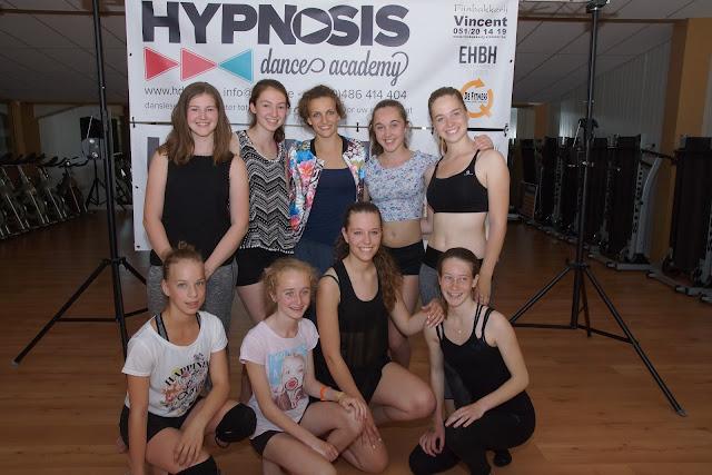 Morgane Ribbens met Team United van Hypnosis Dance Academy; Elise Deneir, Marthe Taliman, Rhune Taliman, Margaux De Bruycker, Morgane Ribbens Sytycd, Silja Defrancq, Jelina Derveaux, Jade Vanhaelemeersch en Lisa Depla