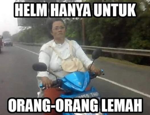 Ibu-Ibu Naik Motor (2)