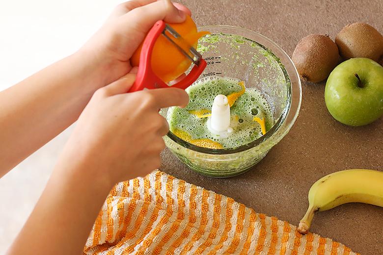 Ajoutez des zestes d'orange à votre green smoothie.