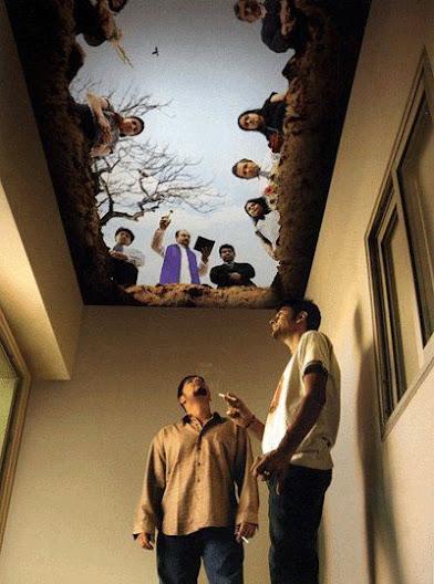 Tavan grafiği ile muhteşem bir anlam yüklenmiş sigara içme odası