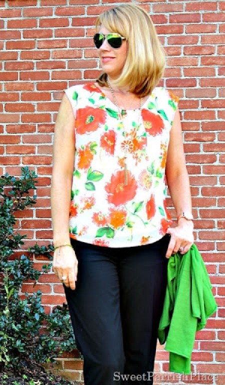 black-cropped-pants-floral-blouse-green-cardigan3