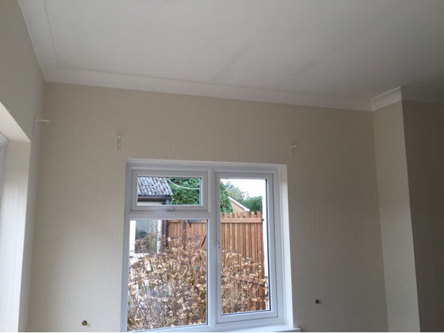 Decorating a lounge using wall doctor lining paper on ...