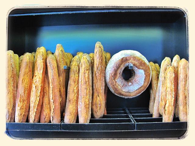 Des gateaux et du pain, Baguettes Paris Pic: Kerstin Rodgers