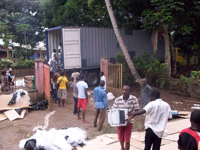Container Arrival & Offloading in Buea - 100_9111.JPG