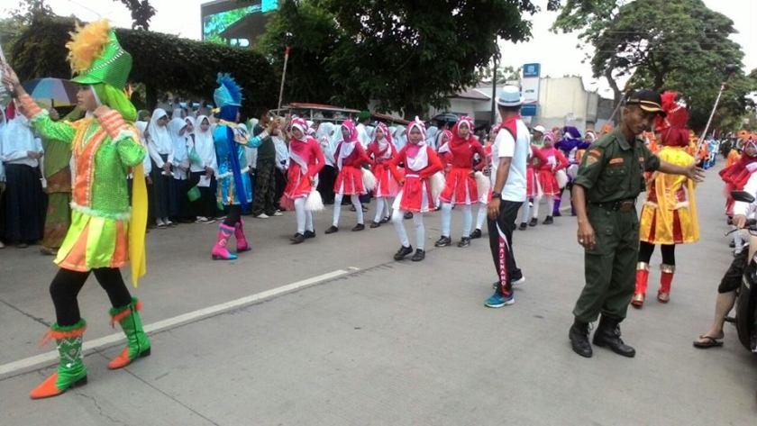 Parade penyambutan kirab Resolusi Jihad NU di Majenang, Cilacap. Foto: FB Moch Zain.