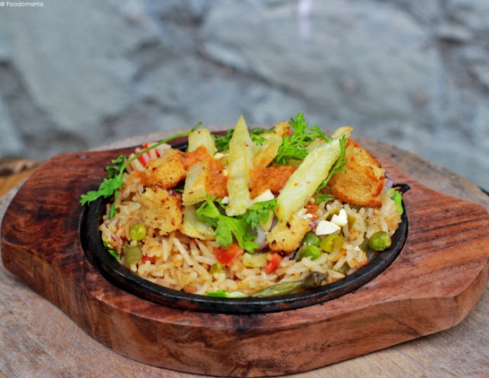 Healthy Brown Rice Pulao Sizzler Recipe | Indian inspired Sizzlers | Recipe written by Kavitha Ramaswamy of Foodomania.com