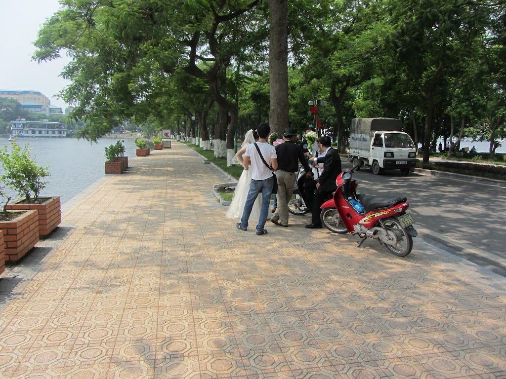 0065The_Streets_of_Hanoi