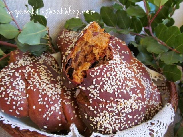 Сладки хлебчета (питки) с меласа от рожков и стафиди
