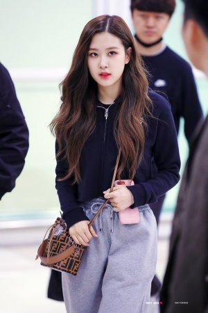 BLACKPINK Rosé Can Even Make Sweatpants Look Sexy (6 Photos)