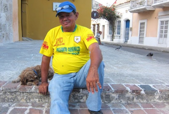A tinto vendor and his dog in Cartagena