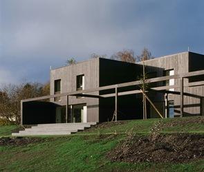 fachada-casa-de-madera-barnizada