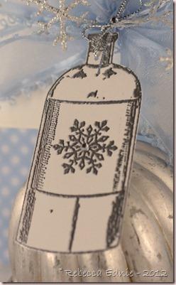 snowflake pillow box2