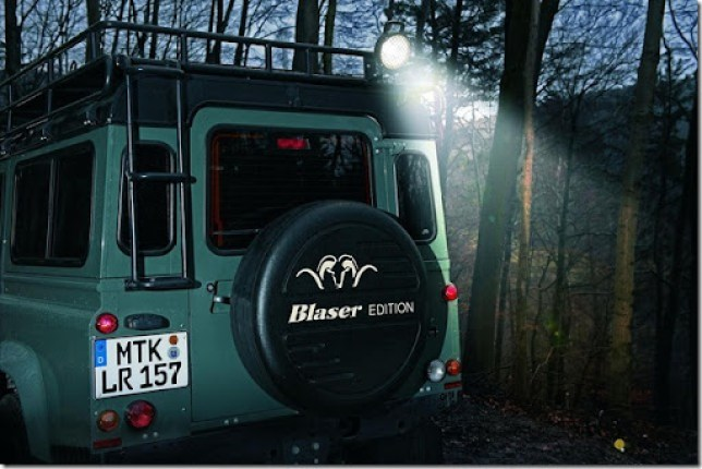 Land-Rover-Defender-Blaser-Edition-2