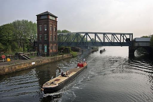barton-swing-bridge-2