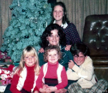1973 Christmas at Schumanns-001