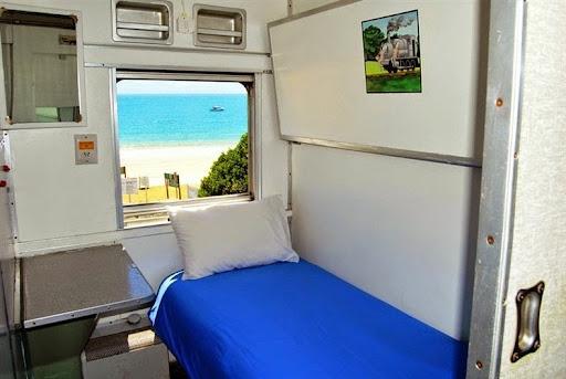 santos-express-train-lodge-6