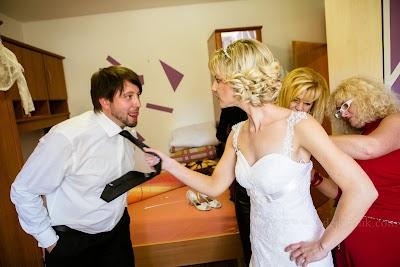 porocni-fotograf-wedding-photographer-poroka-fotografiranje-poroke- slikanje-cena-bled-slovenia-ljubljana-bled-hochzeitsfotografho (29).jpg
