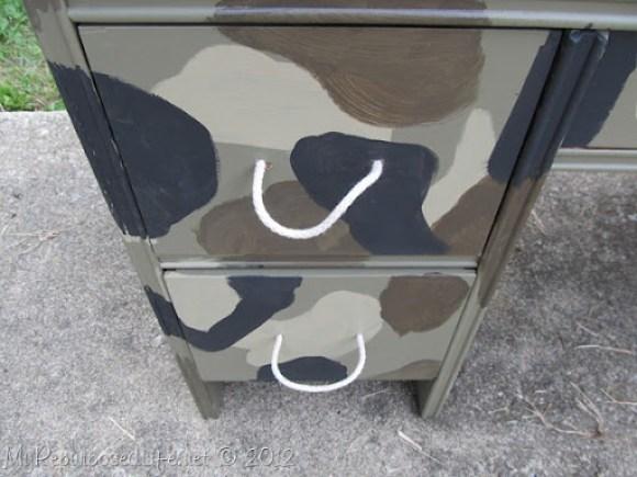 kid's camo desk (16)