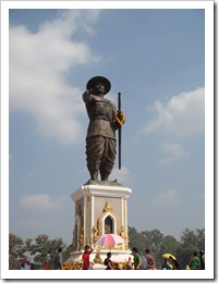 Chou Anouvong statue