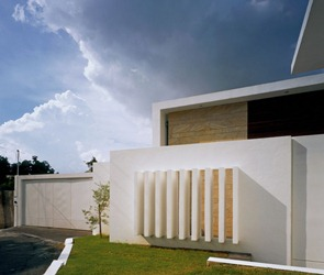 Fachada-minimalista-Casa-cubo-Agraz-Arquitectos