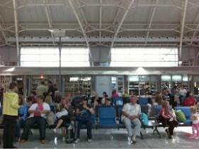 空港の喧騒