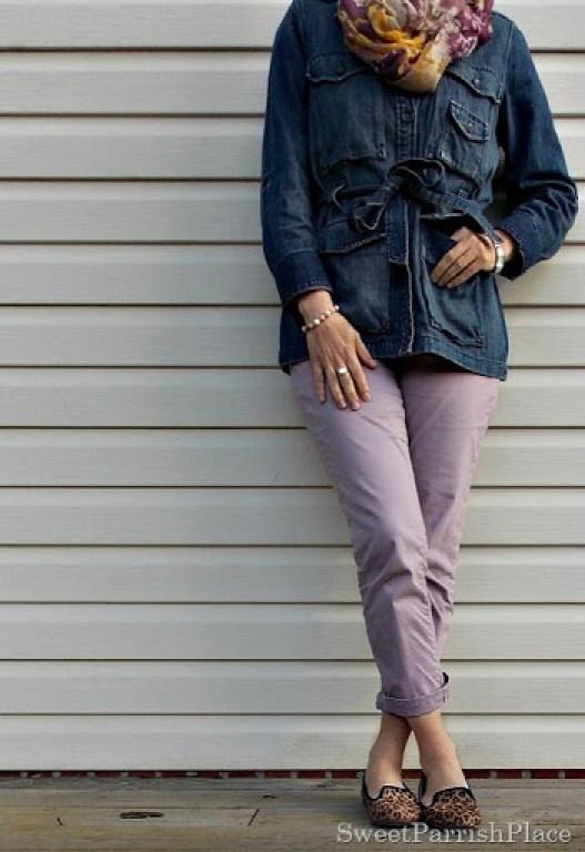 Purple cropped pants, denim jacket, leopard shoes1