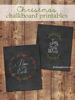 Add a little extra charm to your holiday decor with these Chalkboard Christmas Printables from livelaughrowe.com