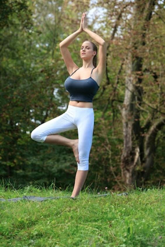 Jordan Carver Yoga 1