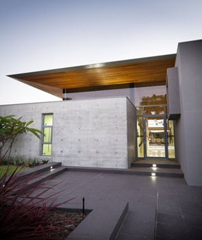 Hormigon blanco en fachada moderna