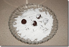 Rolling the cookie balls in icing sugar