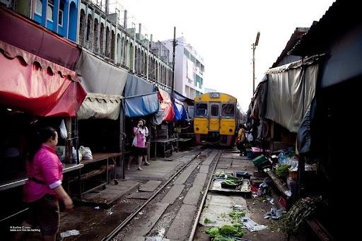 maeklong-railway-market-5