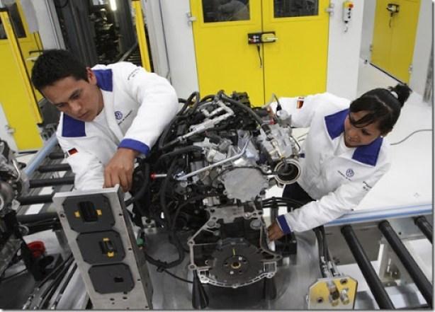2013-01-16t010115z_2095547863_gm1e91g0p0k01_rtrmadp_3_mexico-volkswagen