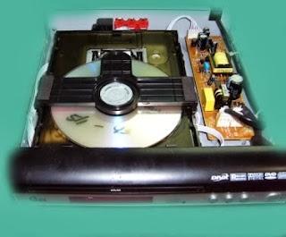 dvd player mostrando bandeja y fuente