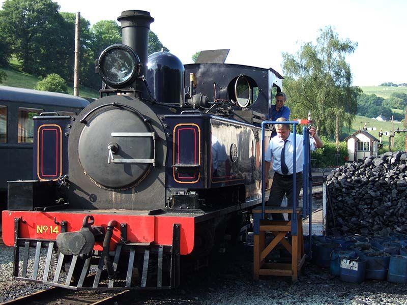 Locomotora Nº 14 en Llanfair, Gales, Reino Unido
