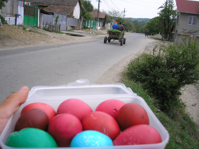 A few days later, a totally different batch of red eggs. In the background, a totally normal scene of village traffic. English people will be surprised to see a horse and cart. Romanian people will be surprised that I have bothered to draw attention to it.