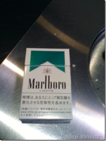 Japanese packaging for a pack of Marlboro Light Menthols.