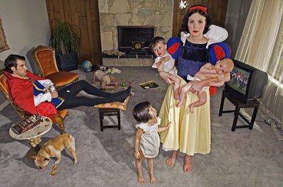 dina-goldstein-fallen-princesses-project-children.jpg