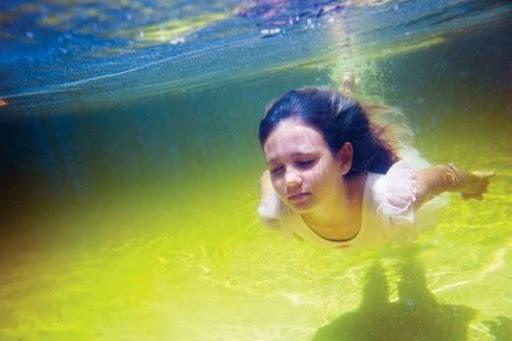 girls_and_water_2.jpg