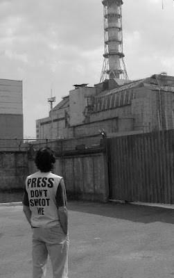Enzo davanti al sarcofago di Černobyl