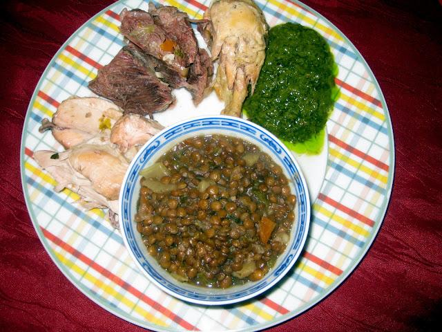 gekochtes Fleisch gruene Sosse Linsengemuese