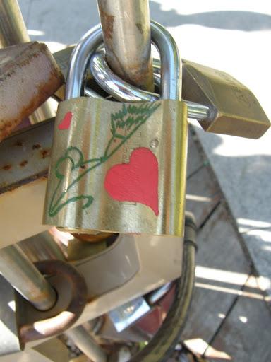 belváros, blog, Budapest, Erzsébet tér, lakat, lakatok, lock, Magyarország, padlocks, szerelem, turista, turistalátványosság, V. kerület