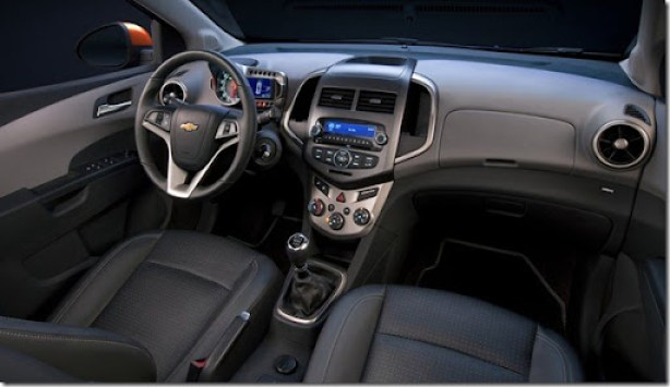 Chevrolet-Sonic_2012_800x600_wallpaper_07