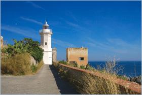 Sizilien - Santa Flavia - Das Capo Zafferano ist eine landschaftlich reizvolle Landspitze die einen noch aktiven Leuchtturm beherbergt