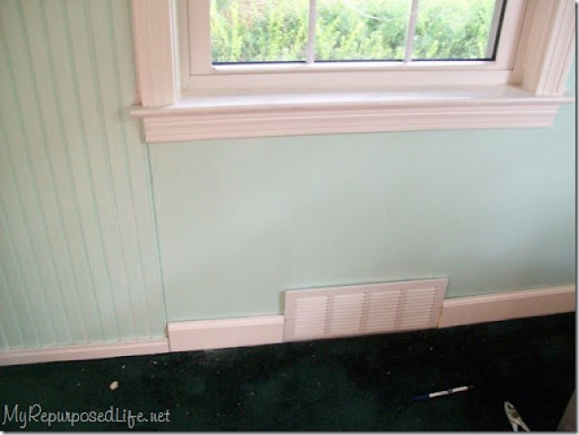 white wood trim looks so pretty