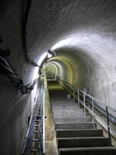 監査廊(最深部より上り階段を見る)